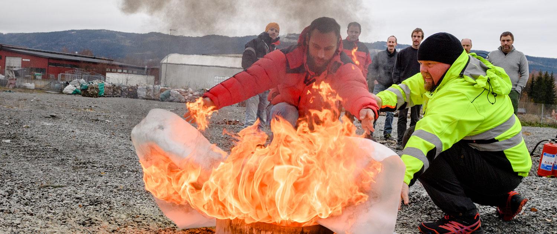 Slukking av brann med brannteppe